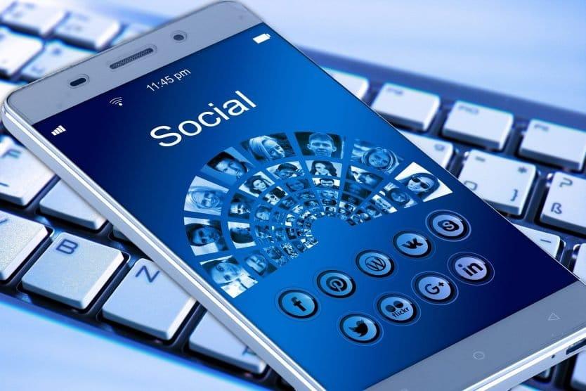 Berbisnis di Media Sosial - Shaniba Creative Industry